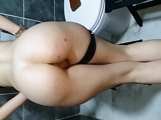 Tinder date nice ass (in toilet)