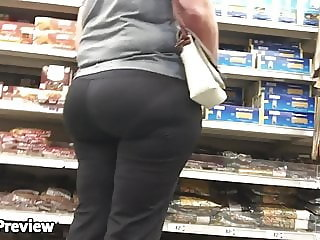 MATURE PAWG WITH A FAT BUBBLE OMG preview