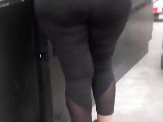 Mature Latina donk in blk spandex