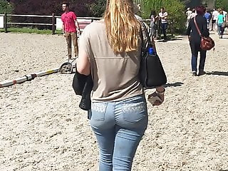 Candid White Girl With A Big Fat Ass