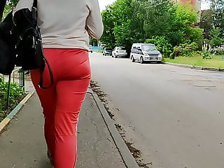 Juicy ass girl shaking in sports spants