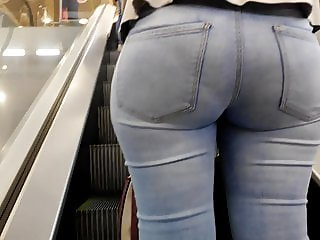 Round  big ass milfs in tight jeans