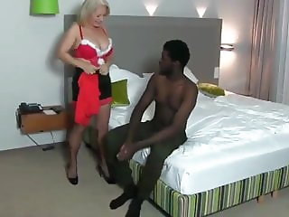 Shameless Mature MILF Enjoying Amazing Anal Sex with BBC