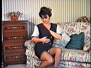 British Retro Housewife solo