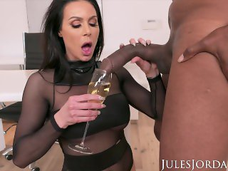Jules Jordan - Big Tit MILF Star Kendra Lust Has A BBC Celebration