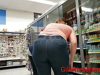 Nerdy mom with nice rump in tight jeans