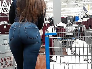 Bubble booty perfection in jeans.