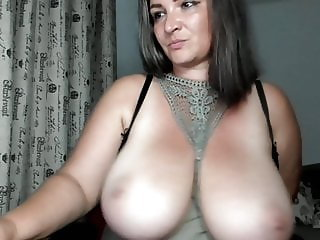 big milf boobs masturbate in cam