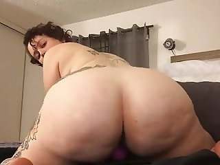 Horny Thick Curvy MILF Squirting