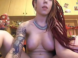 Sofi masturbating in webcam