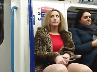 The reaction of women to a big dick in the train Rzhaka