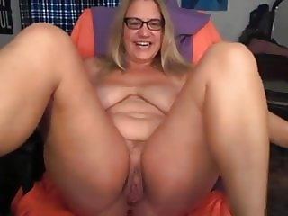 Horny mom on cam