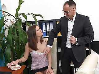 Crazy sexy secretary is making good to the boss
