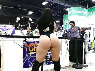 EXXXOTICA EXPO NJ 2019: thick bubble booty PIPER ANNE