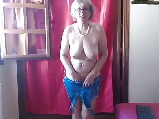 Mom loves to walk all day with a vibrator in her cunt