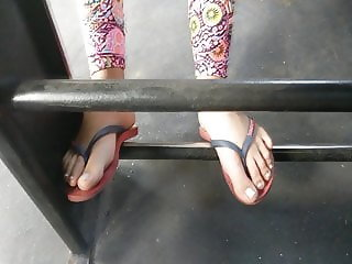 Candid Girl on bus with amazing feet and toes in flip flops