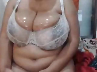 Big wet Mature tits ans big brown nipples in bra