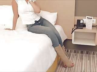 Hot girl wants a lesbian massage to relax in hotel-room 3