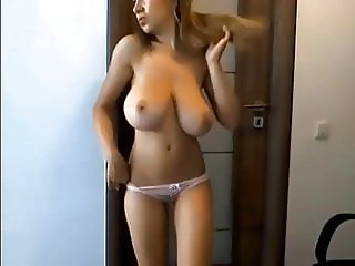 Aussie Mom With Natural Tits And Ass
