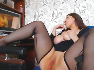 Woman with thicc thighs masturbates in nylons