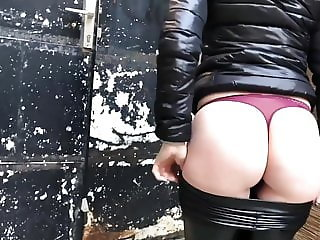 Cumming on leather leggings #2!!!