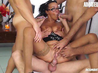 Scambisti Maturi - Hot Mature Housewife Gets Trapped In A Hardcore Gangbang