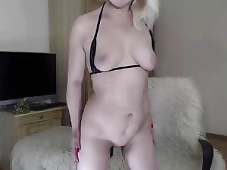 Blonde Woman in Cam Show plays with ass and pussy