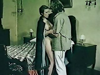 EROTIC FLASH. VINTAGE ITALIAN MOVIE. MOANA POZZI FIRST PORN