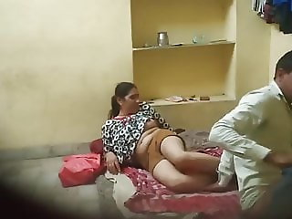 Indian college girl fucked hard by her teacher (hiddencam) :2