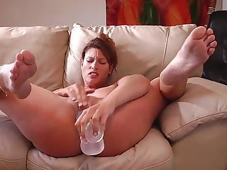 Amateur Milf masturbates to squirting orgasm
