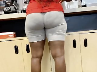 Perfect bubble butt in short short leggings