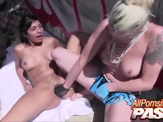 'Naughty Lesbos In The Ghetto Sensual Pussy Action'