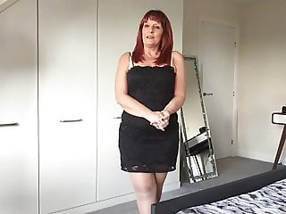 Hot UK mum shows all